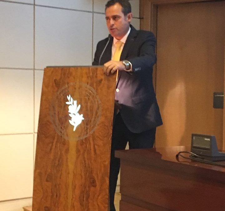 Juan Vilar presenta en la sede del COI un libro con los actuales 56 países productores de aceite de oliva