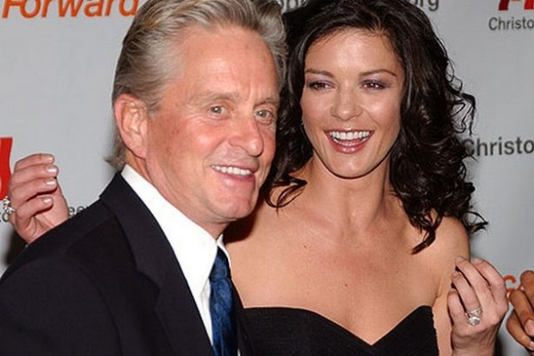 MICHAEL DOUGLAS Y CATHERINE Z JONES:  OLIVE GROWING MOVIE STARS